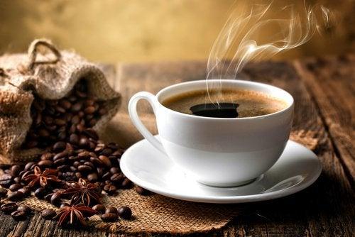 Alimentos para reducir el apetito: café negro