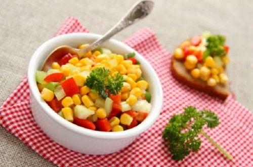 Ensalada de maíz tierno y tomate