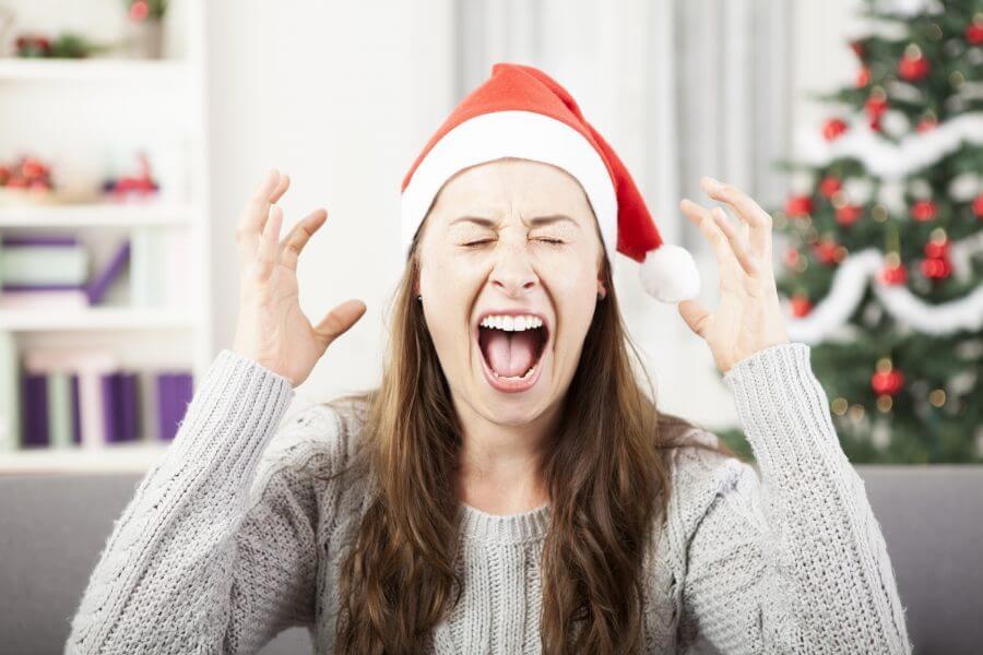 Mujer con estrés en Navidad