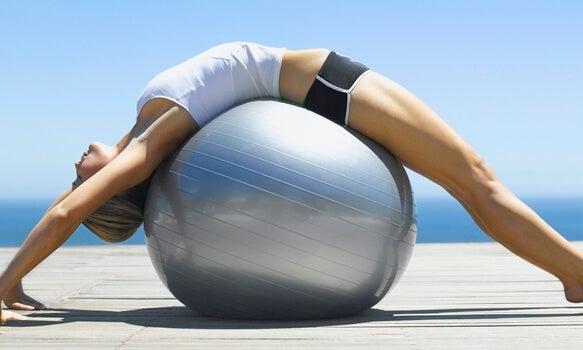 El pilates y el yoga tienen en común la tonificación y consciencia sobre el cuerpo.
