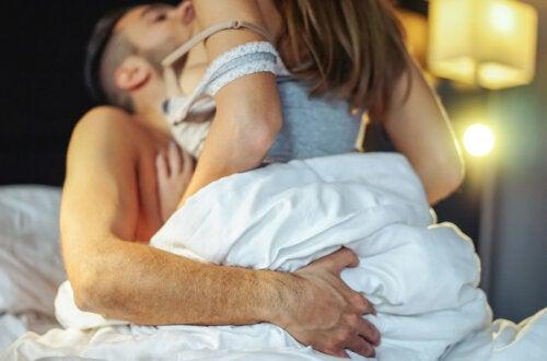 5 posiciones sexuales más placenteras para él