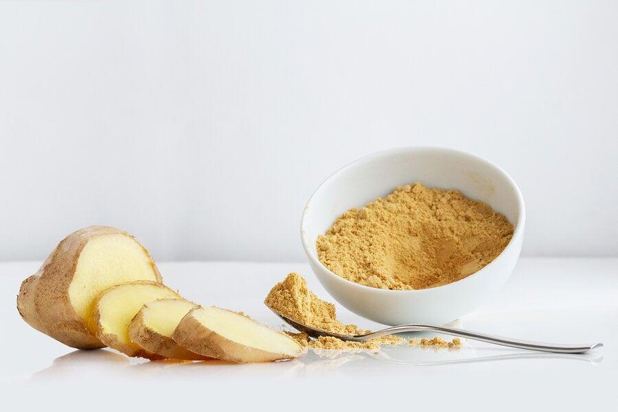 Bebida de jengibre, limón y miel para desinflamar tu abdomen