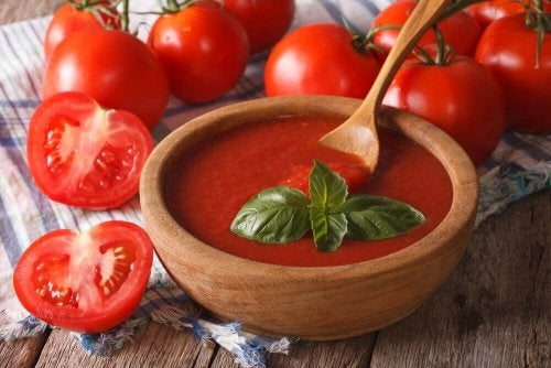 Salsa de tomate para las albóndigas con queso gratinado