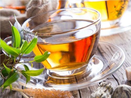 Cómo ayudar a eliminar y disolver los cristales de ácido úrico de forma natural