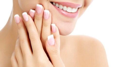 Buen hábitos para conservar uñas sanas