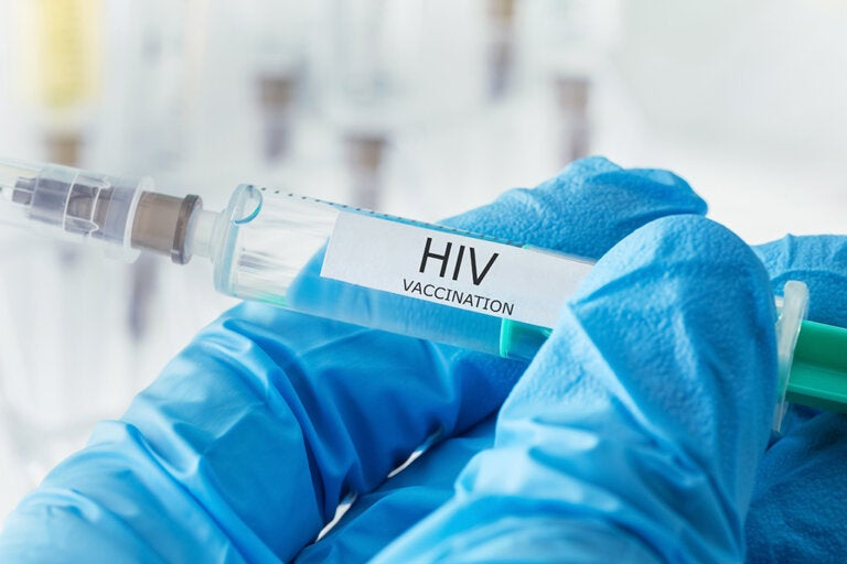La vacuna contra el VIH estaría a punto de ser probada en miles de personas