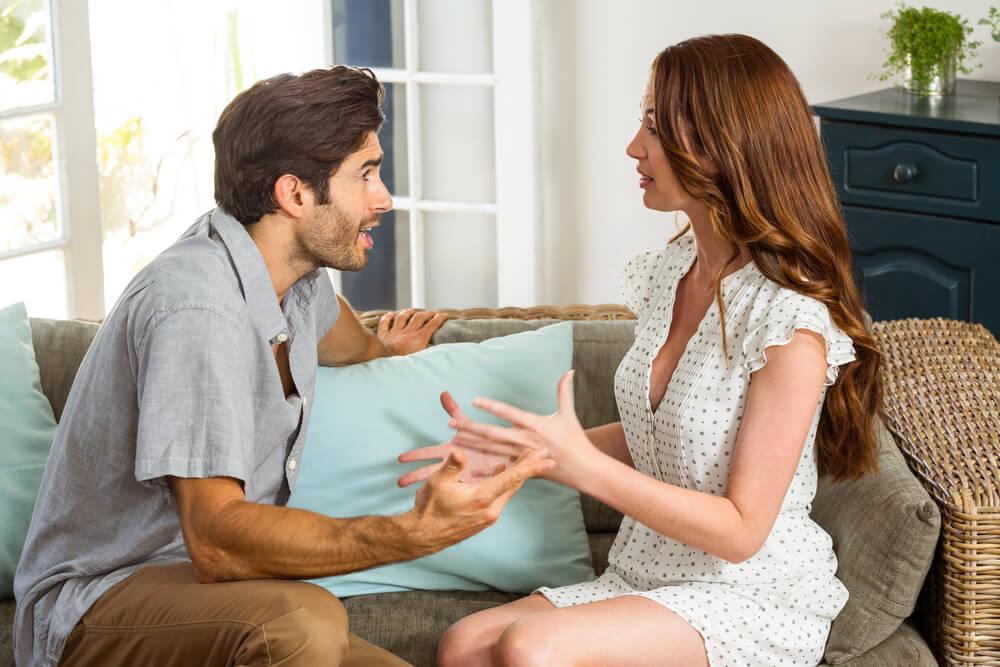 ¿Tu pareja es controladora? Descubre los signos