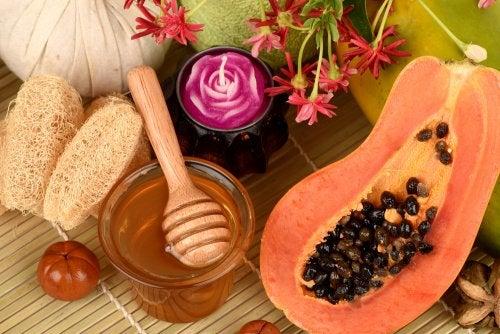 Mascarilla exfoliante de papaya, miel y avena