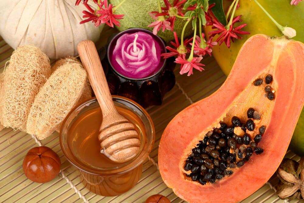 Máscara esfoliante de mamão, mel e aveia