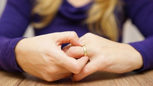 woman is taking off the wedding ring
