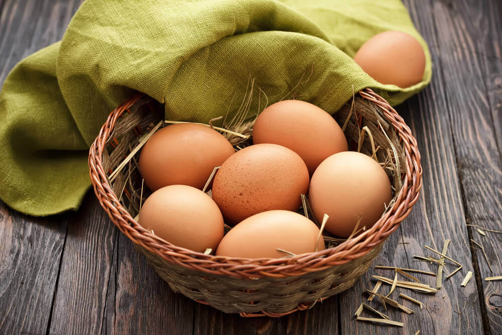 Canasta con huevos