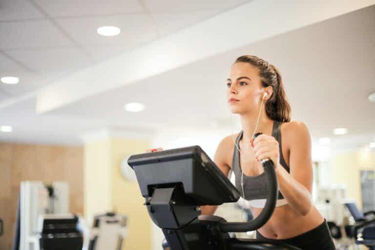 Las mejores máquinas del gimnasio para quemar calorías y tonificar
