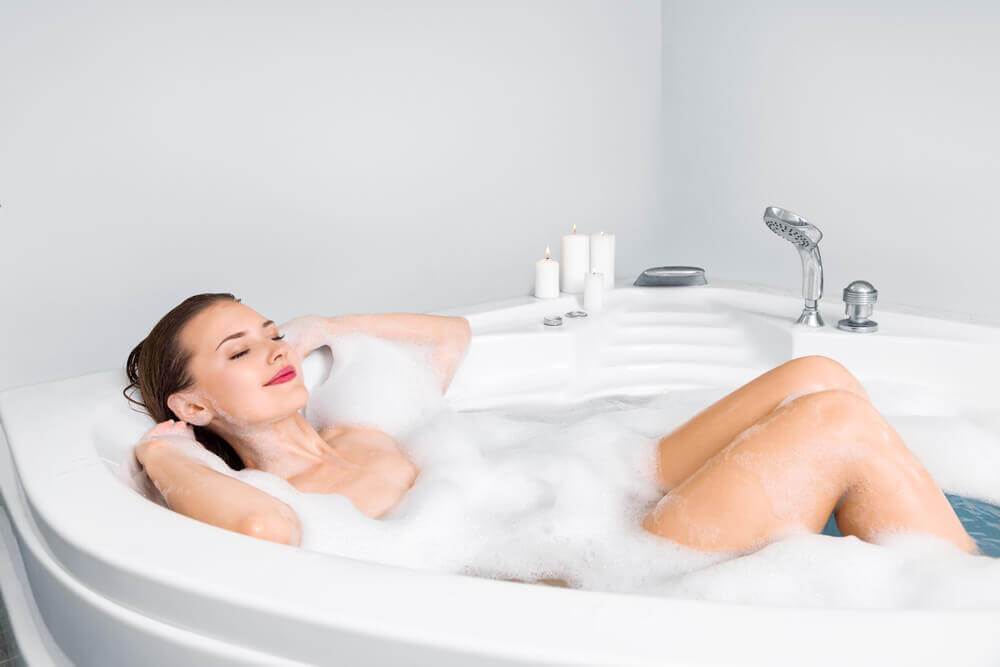 Baño de espuma para el cuidado personal y la belleza.