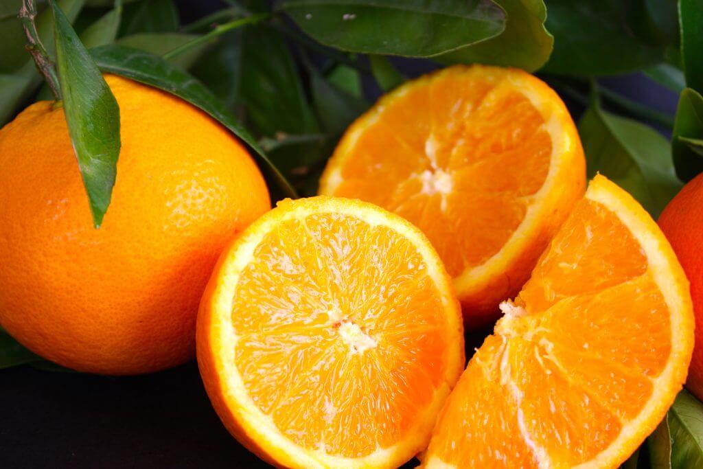 Naranjas para remedio casero de ajo y naranja para tratar las varices
