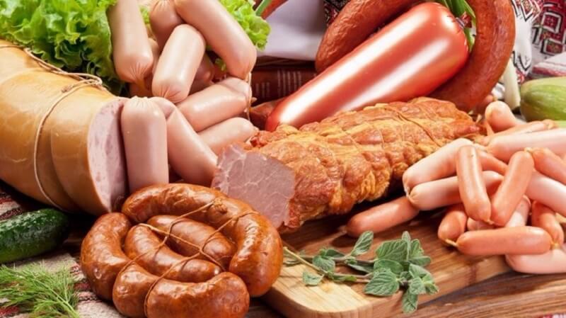 Alimentos procesados con conservantes.