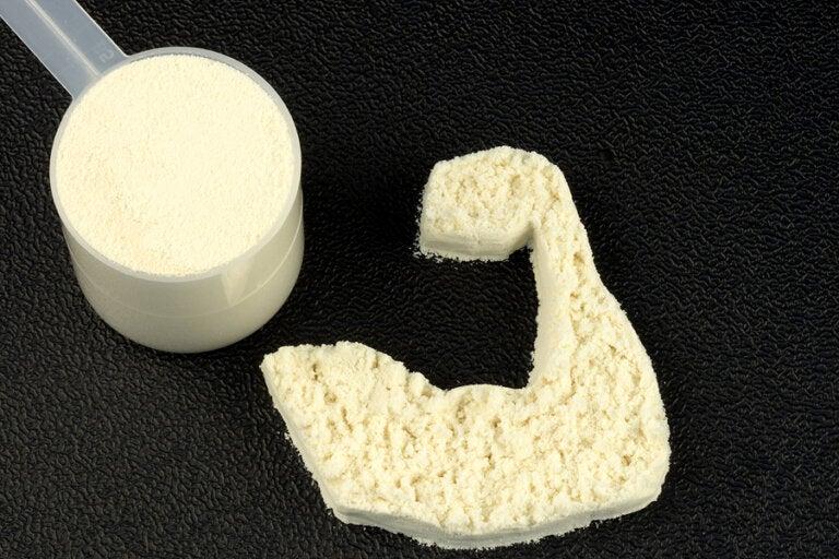 Qué es la proteína de suero de leche y quién debe tomarla