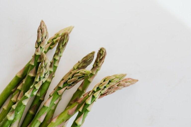 5 razones para comer espárragos y cómo cocinarlos