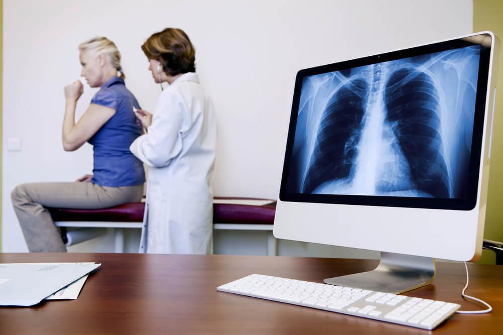 Auscultación de los ruidos en los pulmones