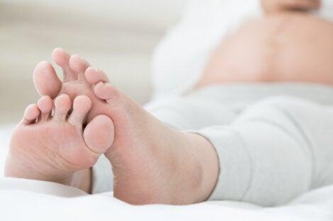 5 síntomas comunes de retención de líquidos.