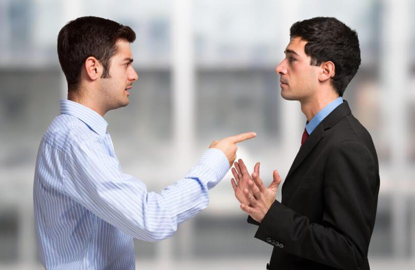 chicos hablando simbolizando el respeto hacia ti mismo