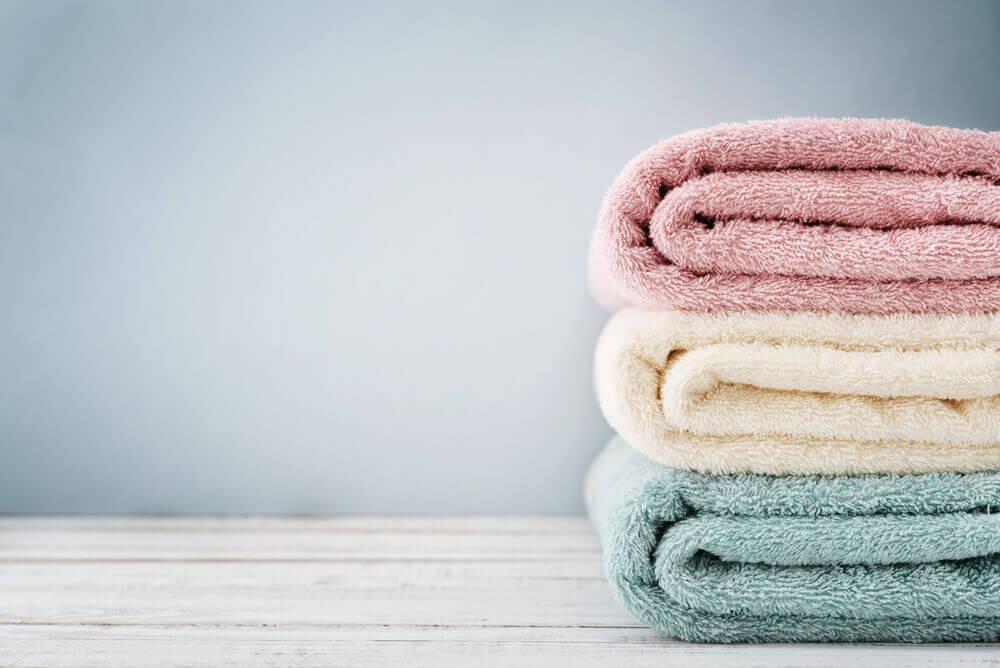 Toallas de colores para el secado de manos.