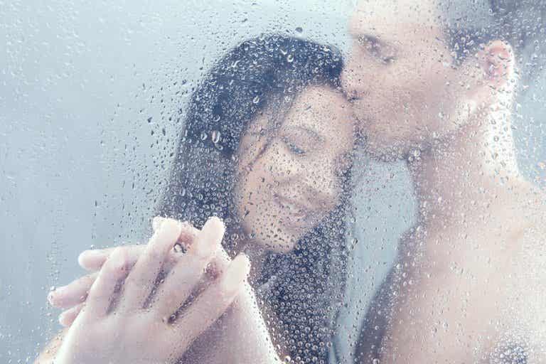 5 posturas sexuales en la ducha