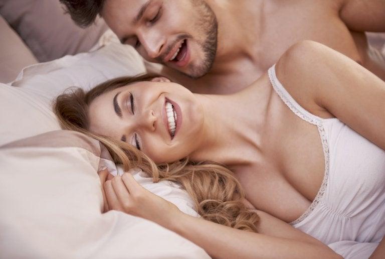 7 posturas placenteras fáciles para variar tu vida sexual