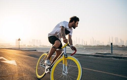 ciclista sin casco