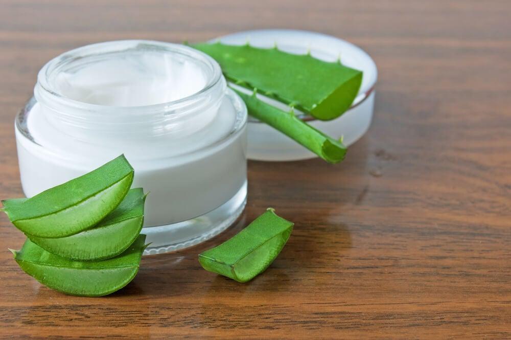 Crema nocturna de aloe vera, leche y aceite de oliva