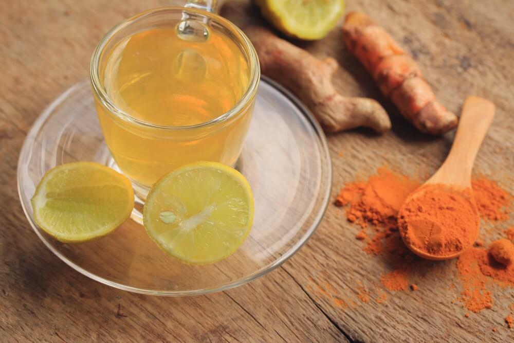 Infusión de cúrcuma con limón