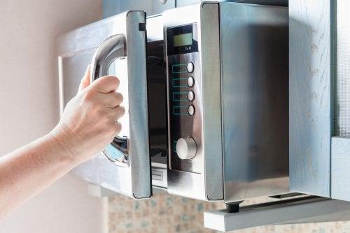 cocinar bizcocho en microondas