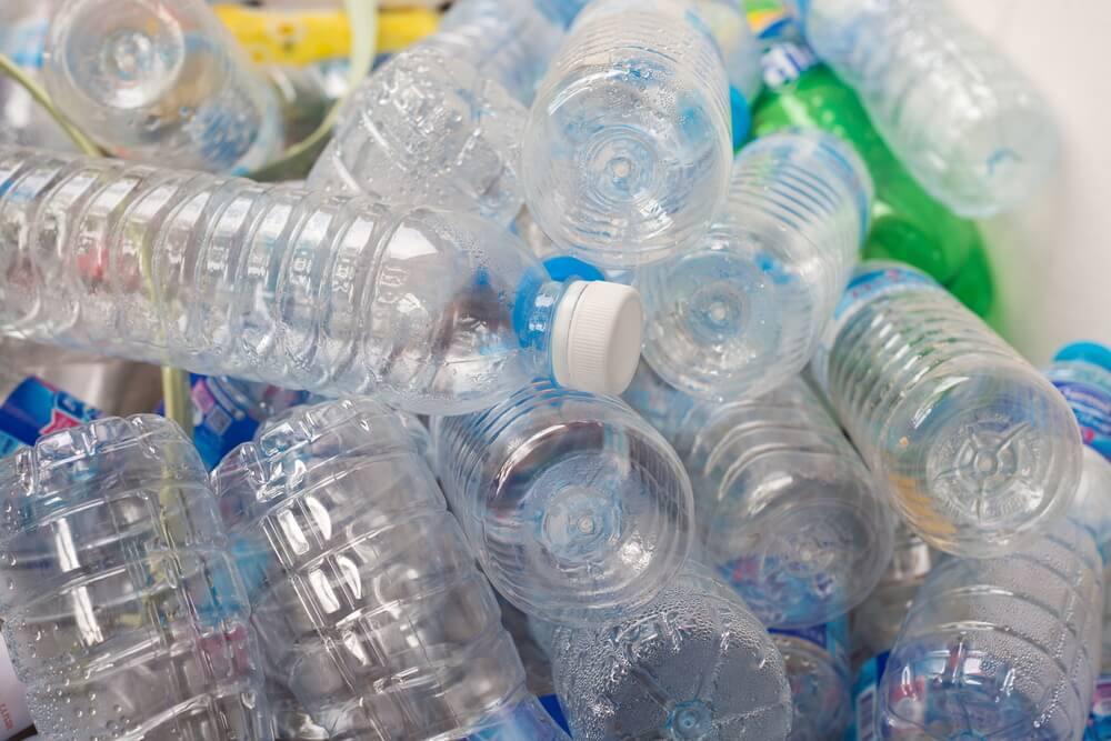 Puff de botellas de plástico