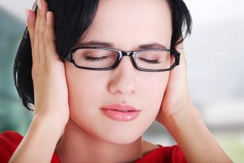 Qué hacer en caso de zumbidos en los oídos