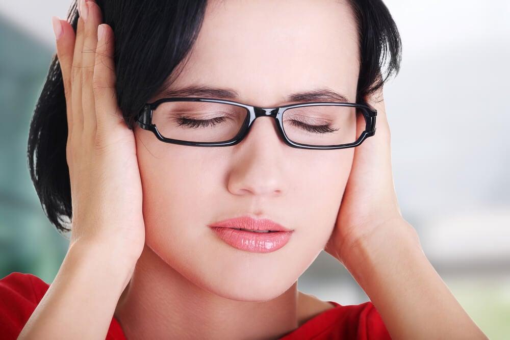 O que fazer em caso de tocar nos ouvidos