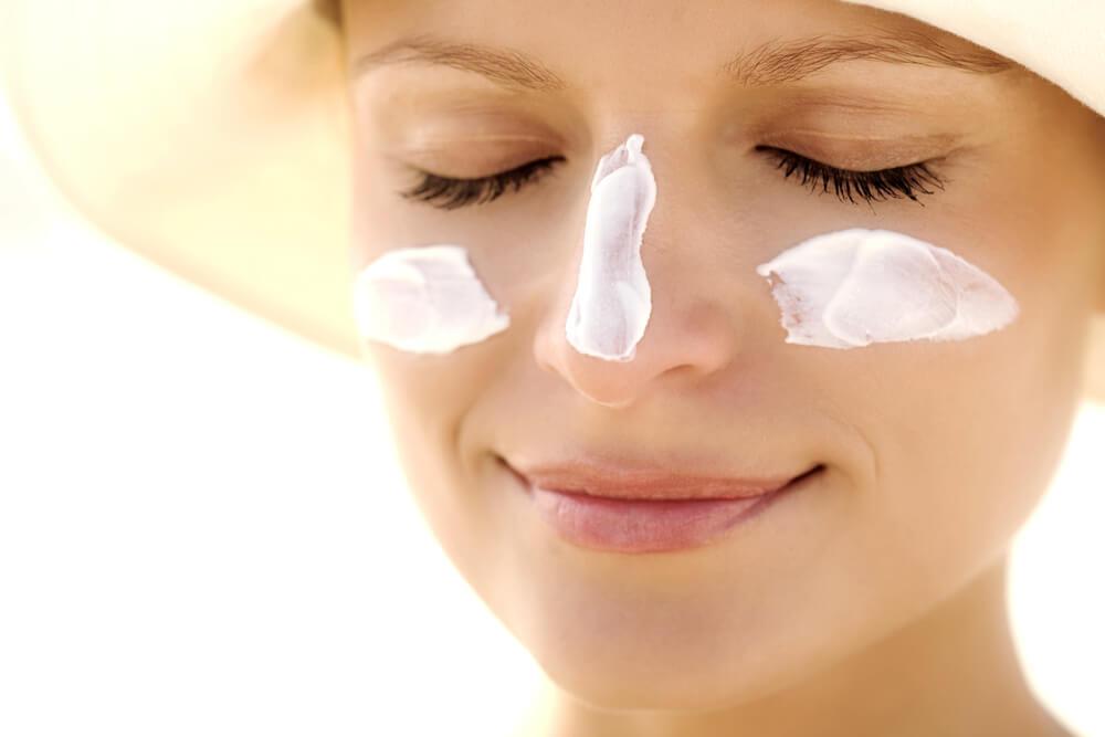 Si estás usando un tratamiento para atenuar el melasma, no olvides usar protector solar.