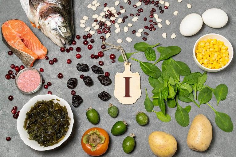 4 hábitos alimenticios para mejorar la salud de tu tiroides