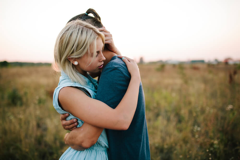Amigos representando enamoramiento por mejor amigo