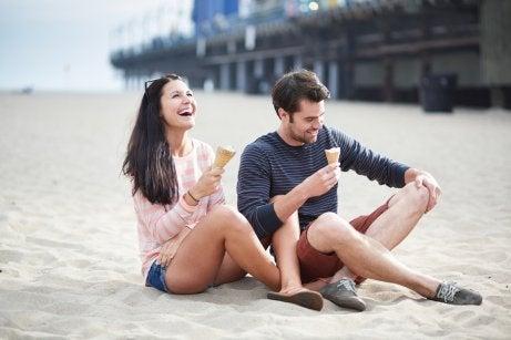 Amigos tomando un helado