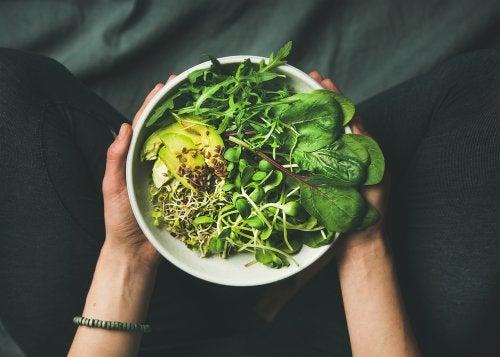 Bol de verduras en las dietas coreanas