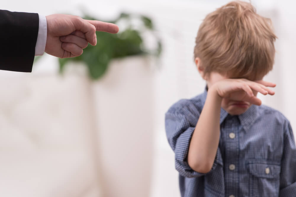 Castigar a los hijos.