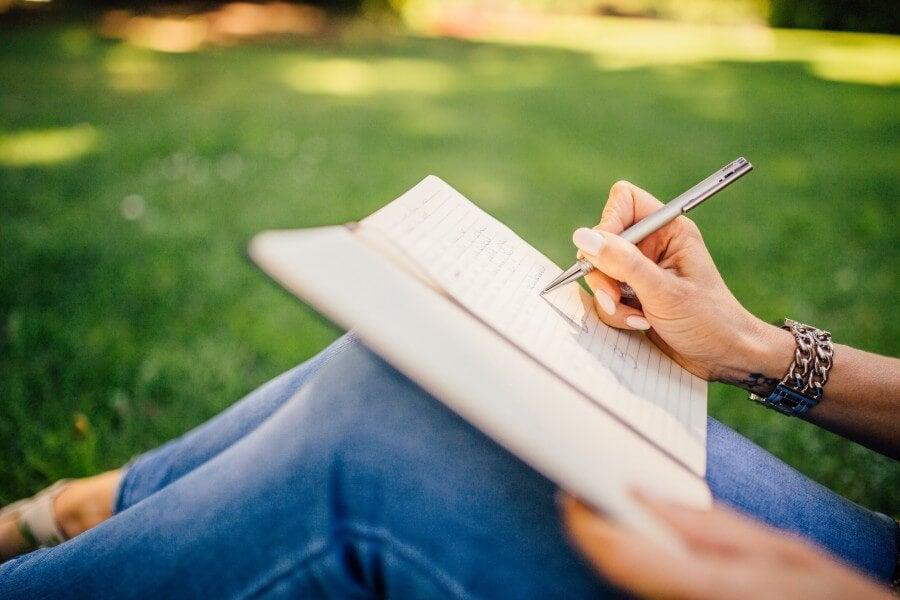 Escribir un diario.