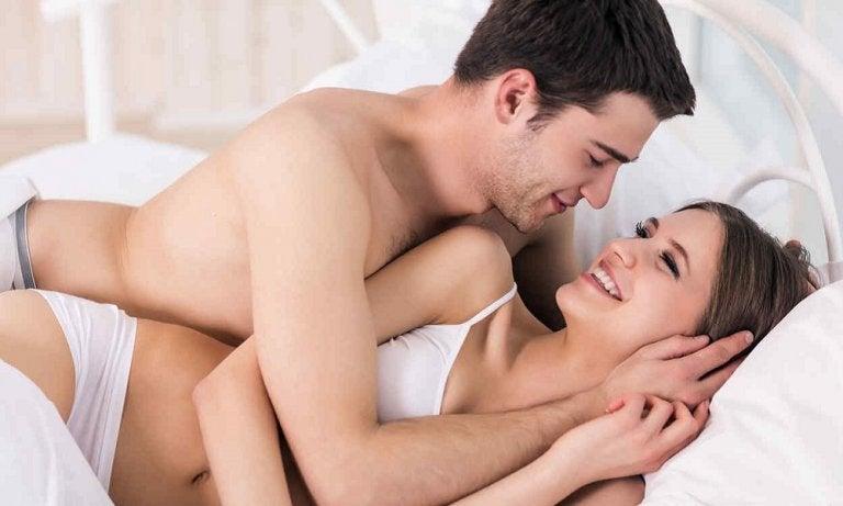 5 posturas sexuales para no cansarse rápido