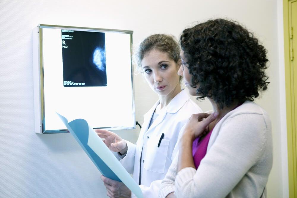 Paciente en consulta de cáncer de mama