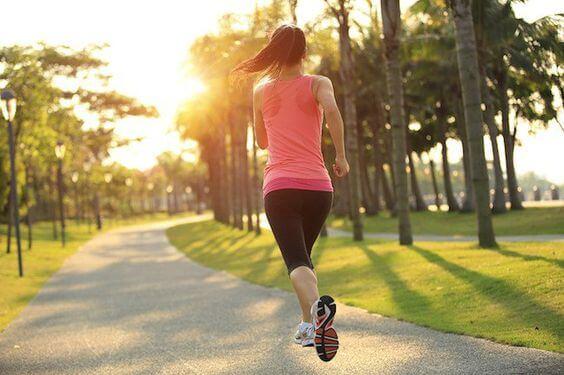 Con ejercicios diarios el metabolismo se acelera y disminuye la edad metabólica