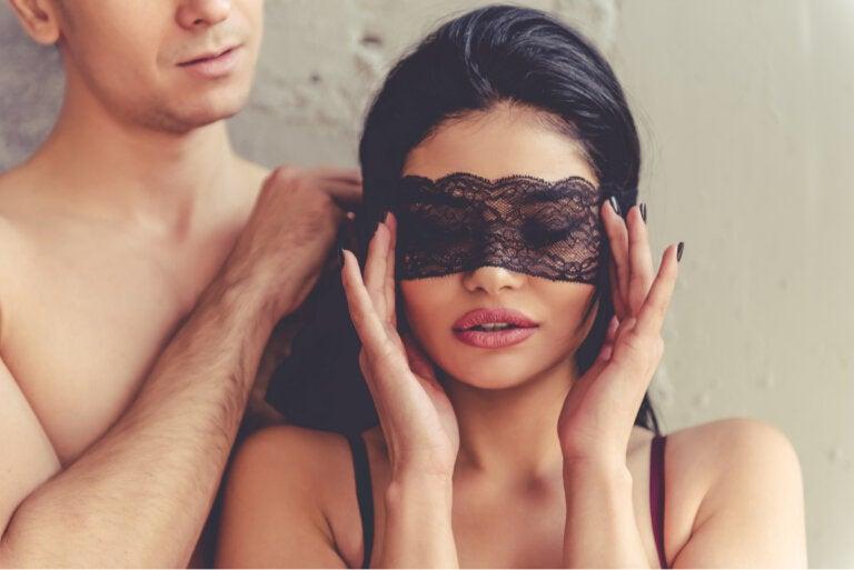 Sexo con los ojos vendados: un juego muy estimulante