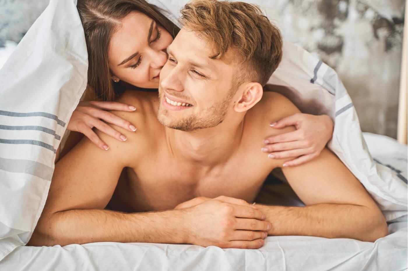 Toma la iniciativa para aumentar tu confianza en la cama