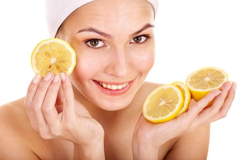 Usa el limón para embellecer tu piel