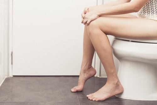 Mujer en el baño nicturia