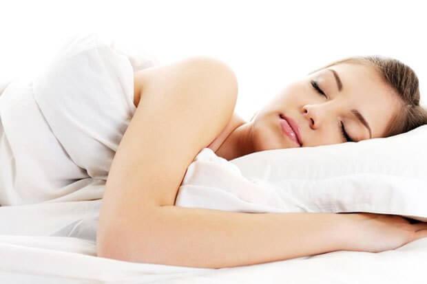 Mujer durmiendo.