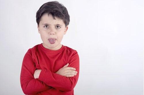 ¿Qué motiva a los niños agresores?